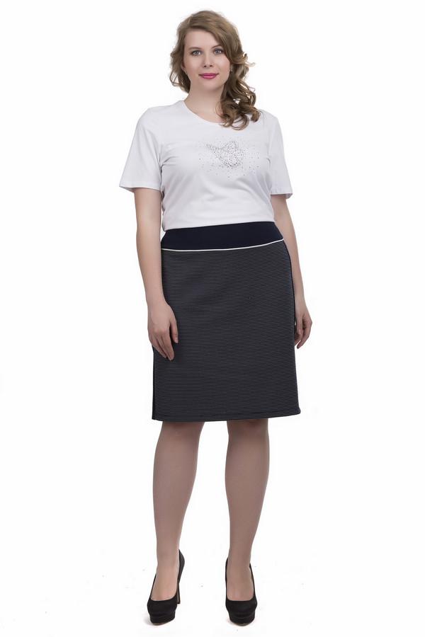 Юбка Betty BarclayЮбки<br>Юбка Betty Barclay женская сине-белая. Узкая юбка для женщин, предпочитающих деловой стиль. Модель очень универсальна и практична. Отделка пояса и клинья в боковых швах контрастного синего цвета делают юбку крайне стильной и необычной, придавая ей некий шарм. Любая женщина в такой юбке будет смотреться очень презентабельно. Состав: полиэстер, эластан.<br><br>Размер RU: 54<br>Пол: Женский<br>Возраст: Взрослый<br>Материал: эластан 5%, полиэстер 95%<br>Цвет: Белый