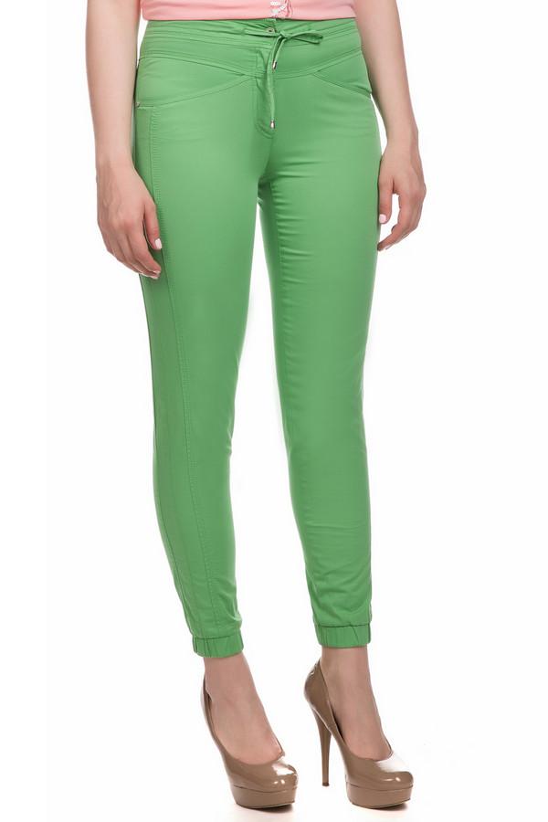 Джинсы ApanageДжинсы<br>Джинсы Apanage зеленые. Восхитительные облегающие брюки помогут вам быть просто очаровательной. Они подчеркивают все достоинства вашей фигуры, позволяя окружающим наслаждаться столь соблазнительными формами. В то же время брюки удобны, у них нет лишних деталей, а потому вы будете чувствовать себя в таком наряде просто королевой. Пояс-завязка, округлый карманы спереди и сзади дополняют очарование этой модели. Состав: эластан и хлопок.<br><br>Размер RU: 44<br>Пол: Женский<br>Возраст: Взрослый<br>Материал: эластан 3%, хлопок 97%<br>Цвет: Зелёный