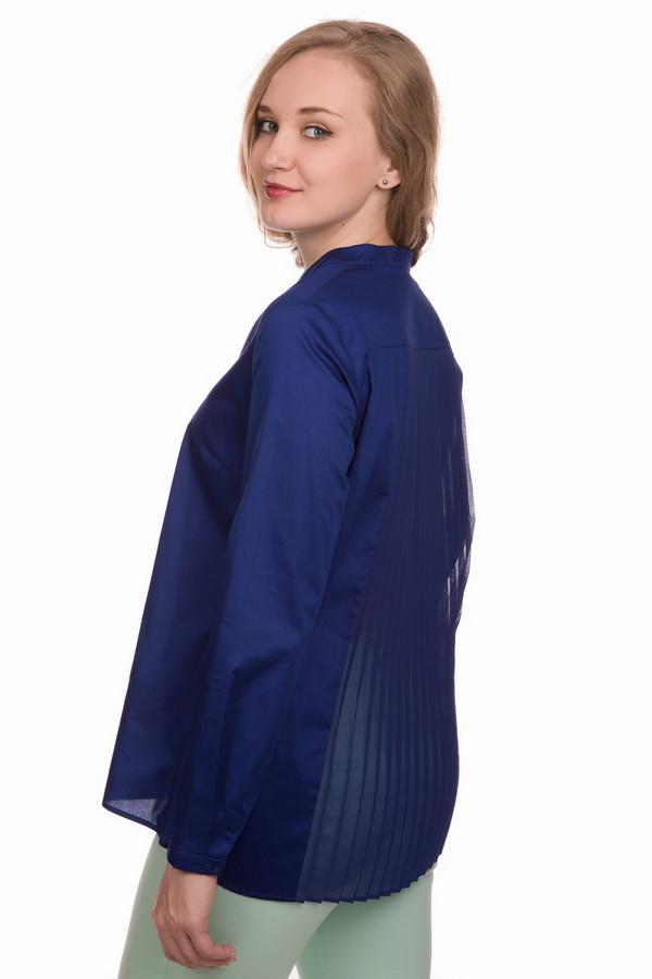 Блузa Betty BarclayБлузы<br>Блузa Betty Barclay женская синяя. Блуза из натуральной ткани свободного кроя. Воротник-стойка, переходящий в V – образный вырез и застёжку на пуговичках, – изюминка этой модели. Длинные рукава с узкими манжетами, спинка с кокеткой и вставкой плиссе из тонкого материала делают эту блузу оригинальной и необычной. Состав: 100 % хлопок.<br><br>Размер RU: 46<br>Пол: Женский<br>Возраст: Взрослый<br>Материал: хлопок 100%<br>Цвет: Синий
