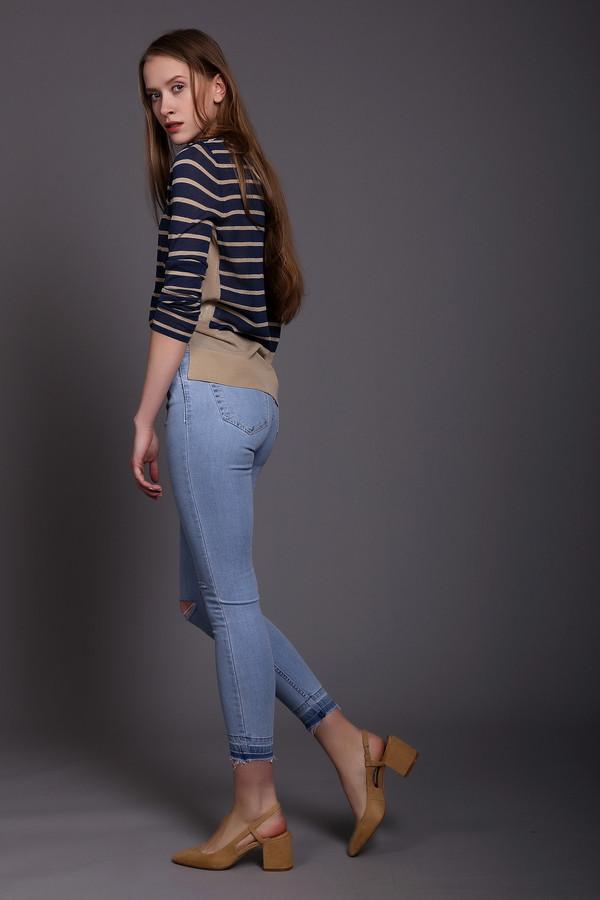 Модные джинсы GOOCECМодные джинсы<br><br><br>Размер RU: 46<br>Пол: Женский<br>Возраст: Взрослый<br>Материал: эластан 3%, хлопок 97%<br>Цвет: Голубой