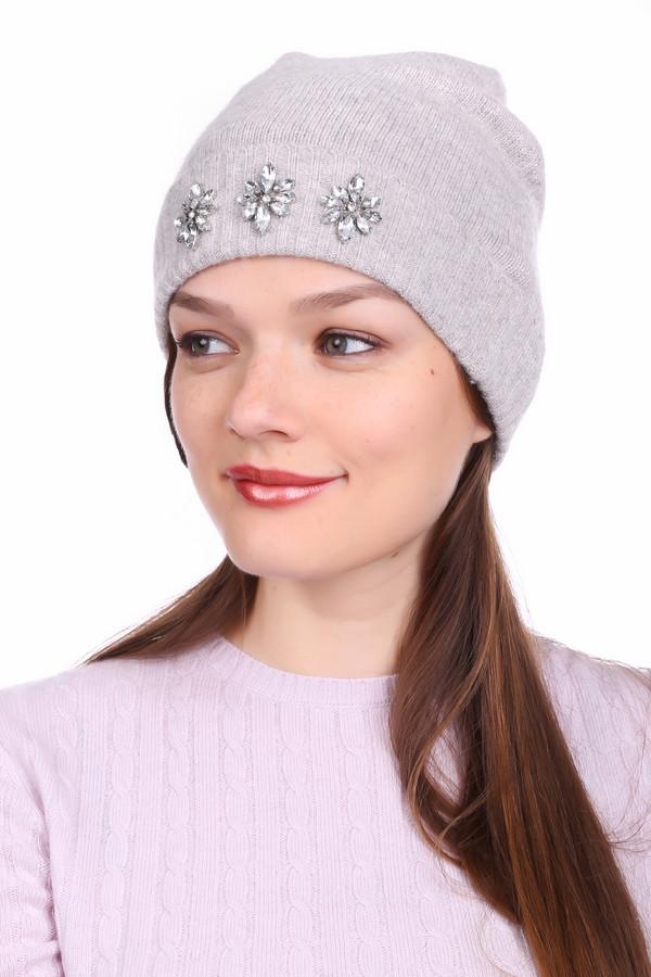 Шапка Just ValeriШапки<br>Шапка Just Valeri женская серая. Стильная шапочка, украшенная стразами, - это как раз то, что вам нужно в преддверии наступающих холодов. Двойной отворот, связанный «резинкой», с красивыми стильными цветочками, не только согреет ваши ушки, но и придаёт модели элегантность и утончённость. В такой шапочке вы всегда будете выглядеть модно и современно. Состав: нейлон, ангора.<br><br>Размер RU: один размер<br>Пол: Женский<br>Возраст: Взрослый<br>Материал: нейлон 80%, ангора 20%<br>Цвет: Серый