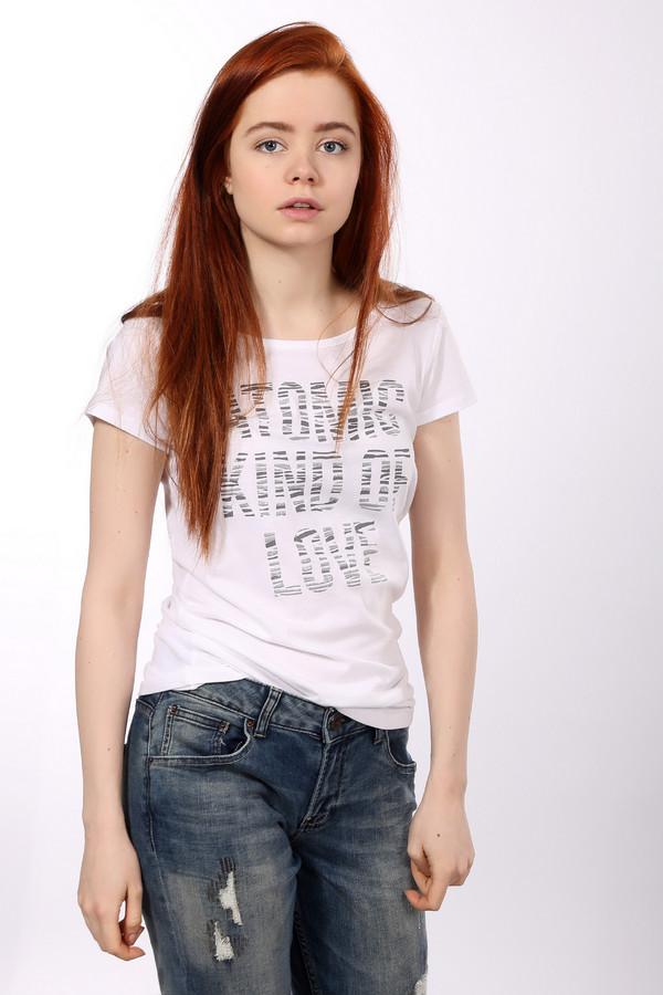 Футболка Tom TailorФутболки<br>Белая женская футболка бренда Tom Tailor прилегающего кроя. Изделие дополнено: круглым вырезом и короткими рукавами. Футболка выполнена из хлопкового материала и декорирована принтом с надписью.<br><br>Размер RU: 42-44<br>Пол: Женский<br>Возраст: Взрослый<br>Материал: хлопок 100%<br>Цвет: Белый