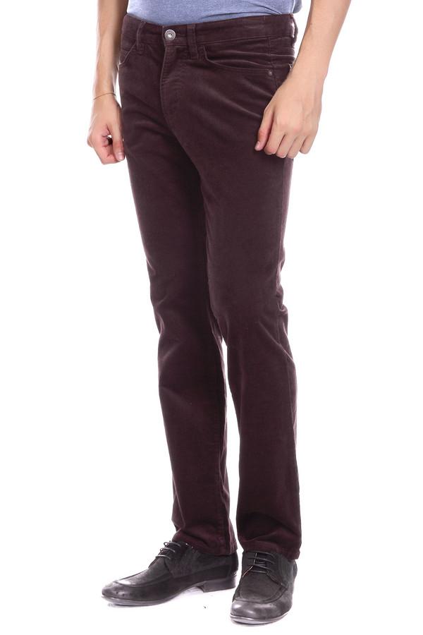 Брюки PezzoБрюки<br>Брюки Pezzo мужские. Темный коричневый цвет – это не только красиво, но еще и очень практично и строго. Максимально простой крой – то, что нужно для настоящей мужской моды. Брюки прямого силуэта с удобными карманами спереди и сзади – оптимальное решение для тех, кто выбирает комфорт и при этом хочет выглядеть на все 100%. Демисезонное изделие, состав: хлопок плюс эластан.<br><br>Размер RU: 48<br>Пол: Мужской<br>Возраст: Взрослый<br>Материал: хлопок 98%, эластан 2%<br>Цвет: Коричневый