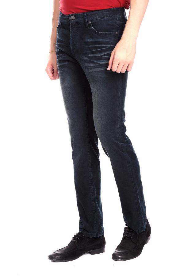 Брюки Just ValeriБрюки<br>Вельветовые джинсы от бренда Just Valeri темно-синего оттенка. Интересная расцветка этих брюк не даст вам оставаться незамеченным. Отличное решение для тех, кто ценит комфорт и удобство. Облегающий силуэт предлагаемых брюк придется по душе тем, что устал от свободных мешковатых силуэтов и хочет выглядеть элегантно. Состав: хлопок и эластан.<br><br>Размер RU: 48<br>Пол: Мужской<br>Возраст: Взрослый<br>Материал: эластан 1%, хлопок 99%<br>Цвет: Синий