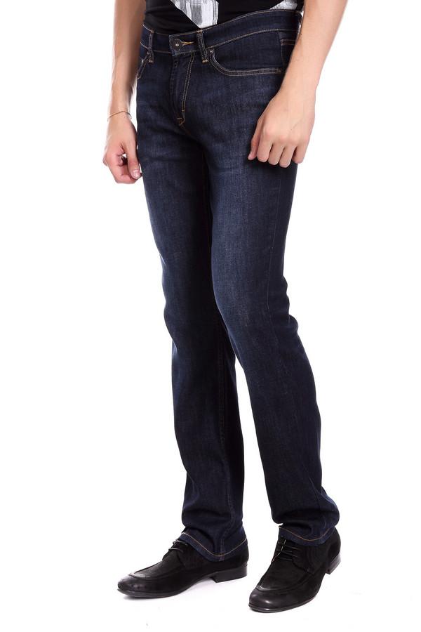 Джинсы PezzoДжинсы<br>Джинсы Pezzo мужские. Четкая и лаконичная мода для мужчин предпочитает практичность и удобство. Эти джинсовые брюк вполне отвечают заданным критериям. Глубина цвета и легкие потертости на штанинах – то, что делает предлагаемую модель стильной и актуальной. Состав: эластан, полиэстер, хлопок. Носить их вы сможете круглогодично, сочетая с разным верхом.<br><br>Размер RU: 50<br>Пол: Мужской<br>Возраст: Взрослый<br>Материал: хлопок 75%, полиэстер 23%, эластан 1%<br>Цвет: Синий