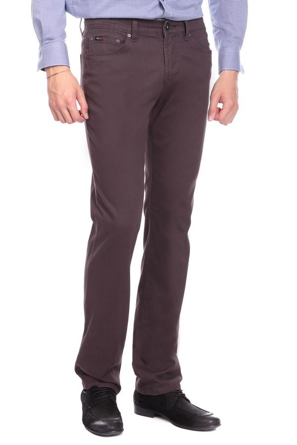 Брюки PezzoБрюки<br>Джинсовые брюки Pezzo коричневого оттенка. Строгие брюки прямого силуэта – это удобство и комфорт, стиль и простота. Функциональные карманы спереди и сзади очень нравятся мужчинам – эти брюки также ими снабжены. Состав: эластан, хлопок. Отличная модель для работы и отдыха. Демисезонное изделие, которое будет уместным в самых разных ансамблях.<br><br>Размер RU: 52К<br>Пол: Мужской<br>Возраст: Взрослый<br>Материал: хлопок 98%, эластан 2%<br>Цвет: Синий
