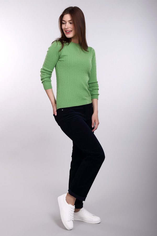 Брюки PezzoБрюки<br>Вельветовые женские брюки от бренда Pezzo темно-синего оттенка. Эта прямая модель отменно сидит, подчеркивая все достоинства ваших прелестных форм. Карманы сзади и спереди, застежка на молнию – все атрибуты удобных брюк здесь налицо. Носить эти брюки вам захочется как можно чаще – это комфортная демисезонная вещь для почитательниц удобства в гардеробе. Состав: эластан, хлопок.<br><br>Размер RU: 42<br>Пол: Женский<br>Возраст: Взрослый<br>Материал: хлопок 98%, эластан 2%<br>Цвет: Синий