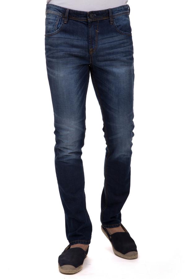 Модные джинсы Tom TailorМодные джинсы<br>Стильные джинсы от бренда Tom Tailor выполнены из темно-синего денима. Изделие дополнено: пятью стандартными карманами, шлевками для ремня и застежкой-молния с пуговицей. Джинсы оформлены декоративными потертостями, складками и эффектом состарености.<br><br>Размер RU: 48-50(L34)<br>Пол: Мужской<br>Возраст: Взрослый<br>Материал: хлопок 98%, эластан 2%<br>Цвет: Синий