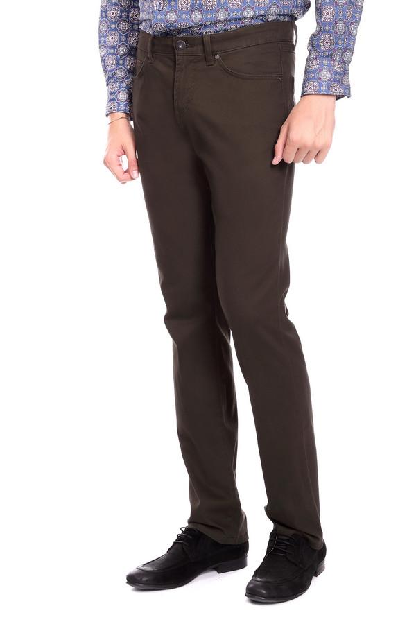 Брюки PezzoБрюки<br>Джинсовые брюки Pezzo цвета хаки. Строгие брюки прямого силуэта – это удобство и комфорт, стиль и простота. Функциональные карманы спереди и сзади очень нравятся мужчинам – эти брюки также ими снабжены. Состав: эластан, хлопок. Отличная модель для работы и отдыха. Демисезонное изделие, которое будет уместным в самых разных ансамблях.<br><br>Размер RU: 54<br>Пол: Мужской<br>Возраст: Взрослый<br>Материал: хлопок 98%, эластан 2%<br>Цвет: Коричневый