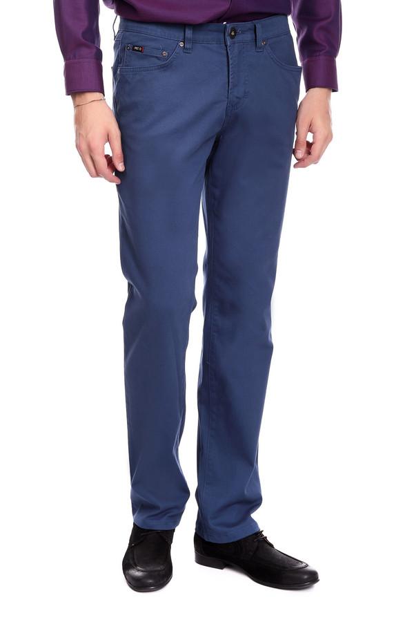 Брюки PezzoБрюки<br>Джинсовые брюки Pezzo синего оттенка. Строгие брюки прямого силуэта – это удобство и комфорт, стиль и простота. Функциональные карманы спереди и сзади очень нравятся мужчинам – эти брюки также ими снабжены. Состав: эластан, хлопок. Отличная модель для работы и отдыха. Демисезонное изделие, которое будет уместным в самых разных ансамблях.<br><br>Размер RU: 52К<br>Пол: Мужской<br>Возраст: Взрослый<br>Материал: хлопок 98%, эластан 2%<br>Цвет: Синий