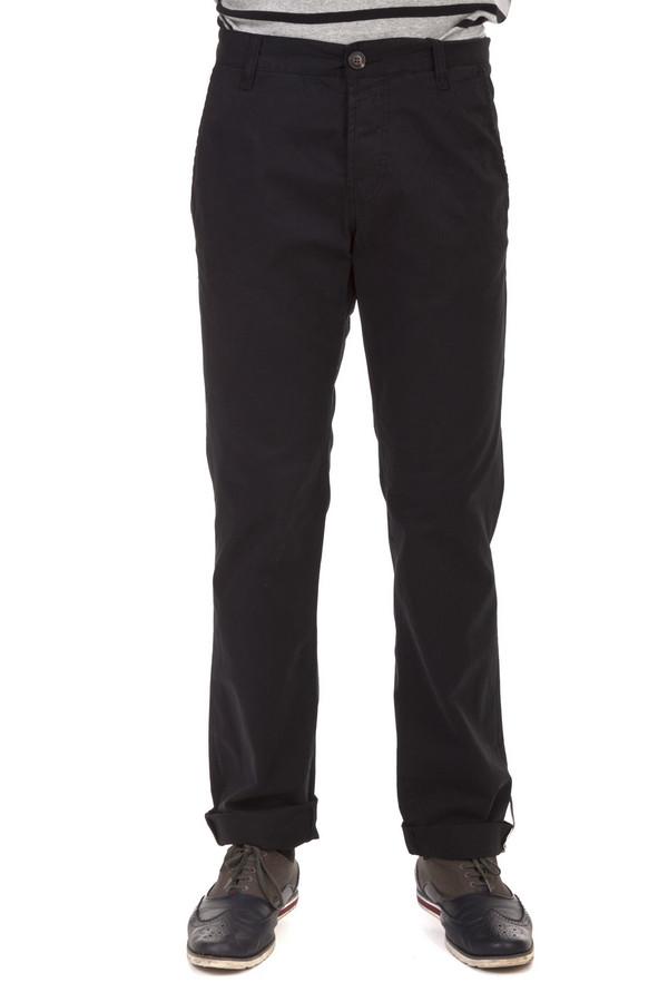 Брюки Tom TailorБрюки<br>Черные мужские брюки бренда Tom Tailor прямого кроя. Изделие дополнено: поясом с шлевками для ремня, двумя боковыми карманами и двумя прорезными карманами на пуговицах сзади. Модель застегивается на молнию и фиксируется на пуговицу. Брюки выполнены из натурального хлопкового материала.<br><br>Размер RU: 48(L34)<br>Пол: Мужской<br>Возраст: Взрослый<br>Материал: хлопок 100%<br>Цвет: Чёрный