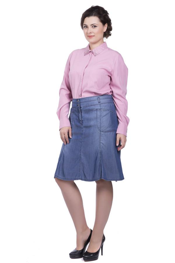 Юбка Betty BarclayЮбки<br>Юбка Betty Barclay женская синяя. Юбка такого цвета понравится тем, кто предпочитает спортивный стиль. Модель выполнена с использованием многих элементов, которые характерны для джинсов. Широкий пояс со шлевками, скрытая застёжка, простроченные кокетки, карманы и клинья юбки смотрятся очень стильно и неординарно. Состав: 100% лиоцел.<br><br>Размер RU: 52<br>Пол: Женский<br>Возраст: Взрослый<br>Материал: лиоцел 100%<br>Цвет: Синий