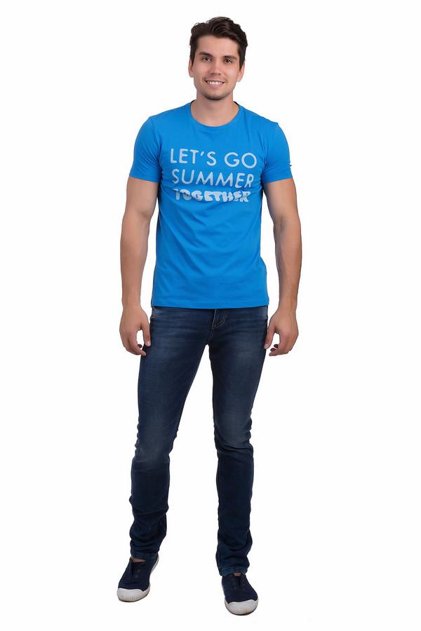 Модные джинсы Tom TailorМодные джинсы<br>Мужские джинсы от бренда Tom Tailor выполнены из синего денима. Изделие дополнено: пятью стандартными карманами, шлевками для ремня и застежкой-молния с пуговицей. Джинсы оформлены декоративными потертостями, складками и эффектом состарености. Изделие декорировано контрастной отстрочкой.<br><br>Размер RU: 50-52(L34)<br>Пол: Мужской<br>Возраст: Взрослый<br>Материал: эластан 1%, полиэстер 11%, хлопок 88%<br>Цвет: Синий