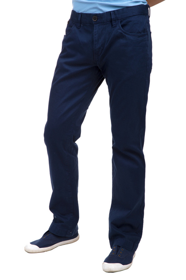 Брюки Tom TailorБрюки<br>Темно-синие мужские брюки бренда Tom Tailor прямого кроя. Изделие дополнено: поясом с шлевками для ремня, четырьмя карманами и застежкой-молния с пуговицей. Брюки выполнены из натурального хлопкового материала с добавлением эластана.<br><br>Размер RU: 46(L34)<br>Пол: Мужской<br>Возраст: Взрослый<br>Материал: хлопок 98%, эластан 2%<br>Цвет: Синий