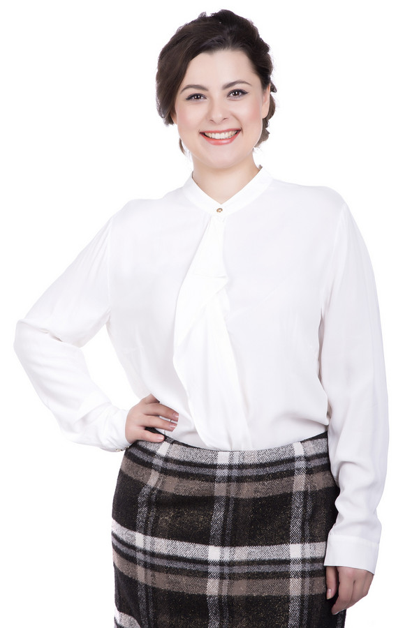 Блузa Betty BarclayБлузы<br>Блузa Betty Barclay женская белая. Красивая эффектная блуза подчеркнёт вашу женственность и красоту. Белый цвет всегда в моде, поэтому такая модель будет неизменно востребована. Блузу с длинным рукавом с манжетами, изящным воротником- стойкой и жабо прямого силуэта можно носить заправленной в юбку или брюки, а также навыпуск. Состав: 100% вискоза.<br><br>Размер RU: 50<br>Пол: Женский<br>Возраст: Взрослый<br>Материал: вискоза 100%<br>Цвет: Белый
