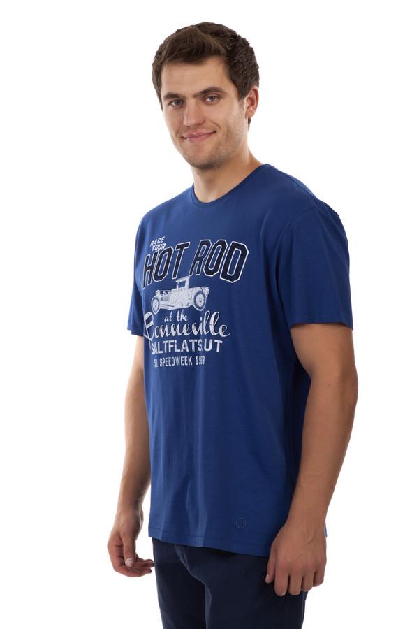 Футболкa s.OliverФутболки<br>Мужская футболка от бренда s.Oliver выполнена из плотного хлопкового материала синего цвета. Изделие дополнено: круглым вырезом и короткими рукавами. Футболка декорирована принтом с надписью и машиной.<br><br>Размер RU: 46-48<br>Пол: Мужской<br>Возраст: Взрослый<br>Материал: хлопок 100%<br>Цвет: Синий