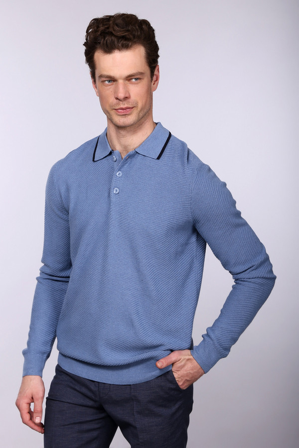 Джемпер PezzoДжемперы<br>Джемпер Pezzo голубого оттенка. Это изделие с застеж кой-поло  покоряет сердца с первого взгляда на него! Тоненькая темно-синяя полоска на вороте джемпера придает ему шика и оригинальности. Элегантный образ вам обеспечен – вы можете сочетать свою обновку с джинсами и брюками. Состав: шерсть, вискоза, полиамид.<br><br>Размер RU: 50<br>Пол: Мужской<br>Возраст: Взрослый<br>Материал: вискоза 55%, полиамид 22%, шерсть 23%<br>Цвет: Голубой