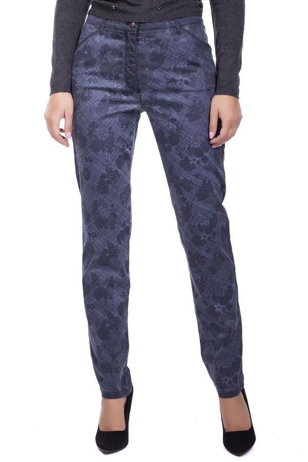 Джинсы Betty BarclayДжинсы<br>Мимо таких сверх модных джинсов не пройдет ни одна модница! Джинсы прямого узкого покроя позволяют надевать их на работу в офис со строгим однотонным верхом. Игривый трендовый рисунок - на любое неформальное мероприятие! Основной цвет изделия синий, по всему полю проходит цветочный принт и диагональная клетка. Джинсы застегиваются на молнию и пуговицу, спереди и сзади - по два врезных кармана, на поясе шлевки для ремня. Сзади над карманами выполнены два широких шва, стройнящих силуэт. Хлопок в составе делает это изделие приятным к телу, эластан обеспечивает идеальную посадку по фигуре.<br><br>Размер RU: 44<br>Пол: Женский<br>Возраст: Взрослый<br>Материал: эластан 3%, хлопок 97%<br>Цвет: Синий