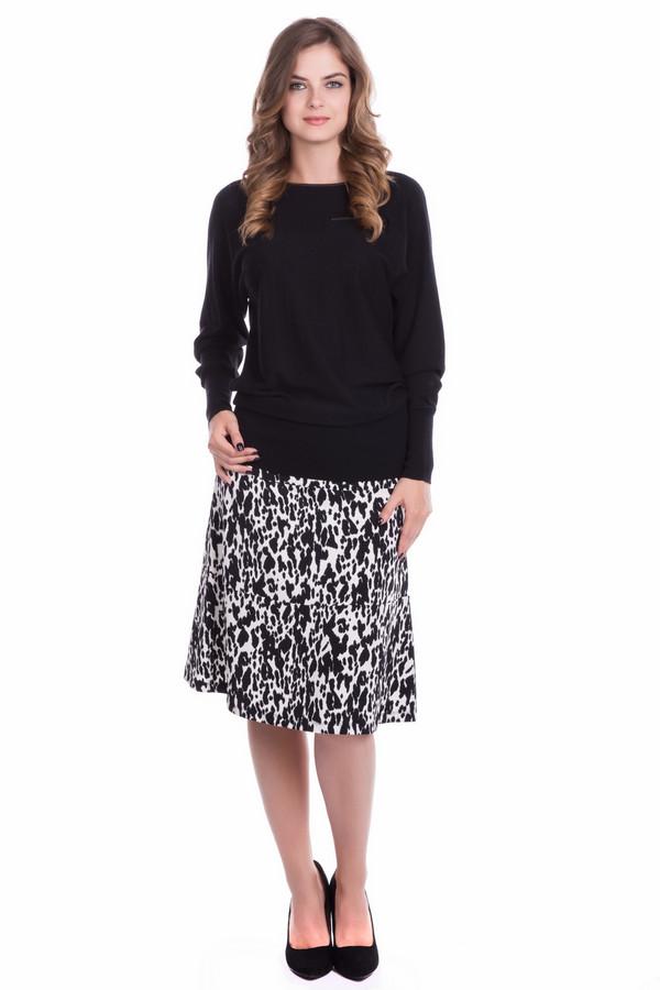 Юбка Betty BarclayЮбки<br>Женская юбка модной длины чуть ниже колена, слегка расклешенная, состоящая из трех одинаковых полос. Классические цвета: белый и черный делают изделие универсальным, подходящим для работы или городского отдыха. Под каблук и черным или белым пуловером вы будете смотреться неотразимо в этой юбке. Эластан в составе ткани обеспечит идеальную посадку по фигуре и комфорт в ношении.<br><br>Размер RU: 50<br>Пол: Женский<br>Возраст: Взрослый<br>Материал: эластан 5%, полиэстер 95%<br>Цвет: Чёрный