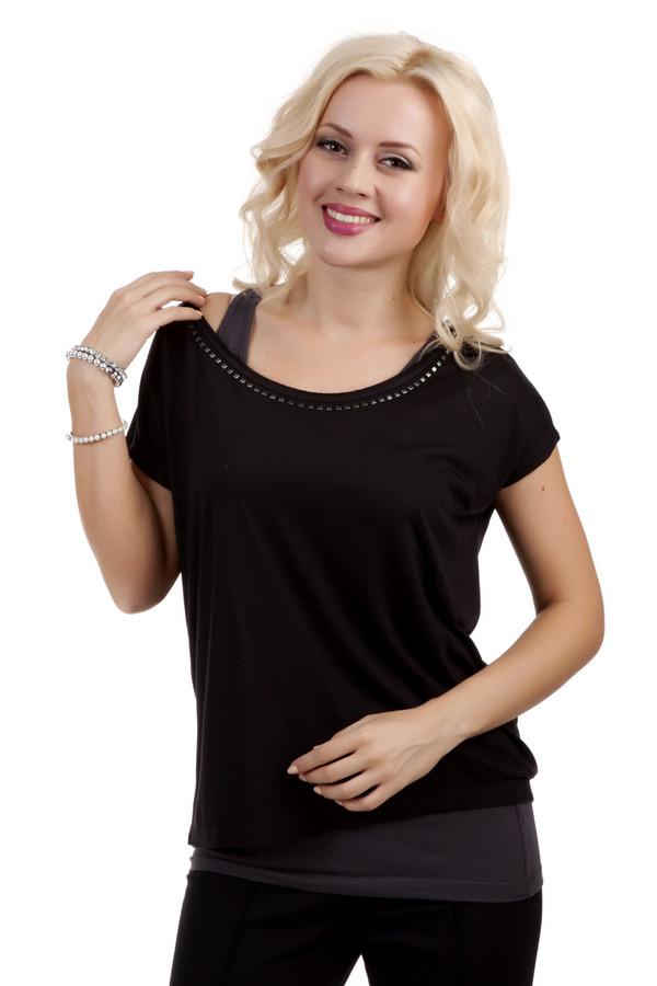 Блузa QSБлузы<br>Блузa QS черного цвета, изготовлена из 100% вискозы без посторонних примесей. Изделие дополнено: широким круглым вырезом горловины и короткими рукавами. Блуза пошита по интересному дизайну. Она разделена на две части, которые видны одна из-под другой. Верхняя блуза украшена металлическими клипсами в районе горловины, а вторая, серого цвета, ничем не примечательна. Блуза украшена металлическим украшением с логотипом компании.<br><br>Размер RU: 44-46<br>Пол: Женский<br>Возраст: Взрослый<br>Материал: вискоза 100%<br>Цвет: Чёрный