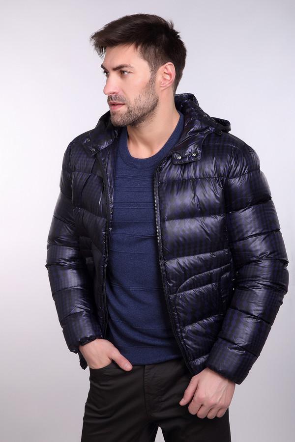 Куртка PezzoКуртки<br>Куртка Pezzo черно-синяя. Объемная простеганная куртка – это тренд уже не одного сезона. Отличная модель для активных решительных мужчин, которые хотят выглядеть идеально как по пути на работу, так и на прогулке в парке. Вертикальные прорезные карманы – отличная и функциональная деталь этой замечательной куртки. Резинки по краям изделия предохраняют вас от холода. Состав: полиэстер, нейлон, пух и перо.<br><br>Размер RU: 56<br>Пол: Мужской<br>Возраст: Взрослый<br>Материал: полиэстер 100%, Состав_подкладка нейлон 100%, Состав_наполнитель пух 90%, Состав_наполнитель перо 10%<br>Цвет: Чёрный