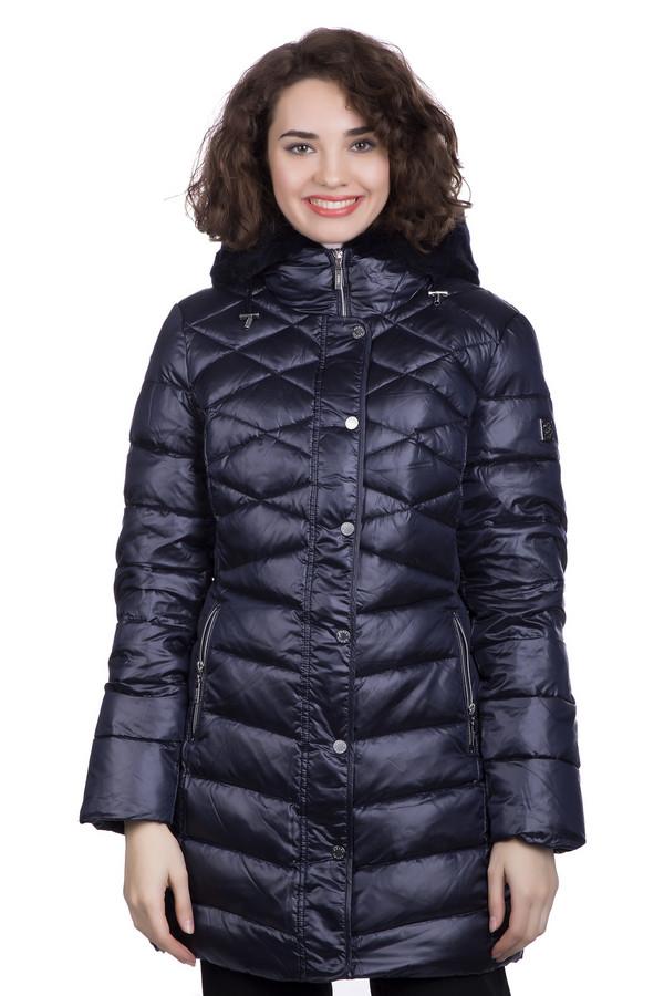 Пальто PezzoПальто<br>Пальто Pezzo темно-синего цвета – просто отличный выбор и удачное капиталовложение, ведь это изделие способно прослужить вам долгие годы. Разный рисунок простежки – это отличное дизайнерское решение, позволяющее пальто выглядеть неординарно и ярко. Капюшон с меховой отделкой поможет вам укрыться от самой суровой непогоды. Состав: полиэстер, нейлон, пух и перо.<br><br>Размер RU: 50<br>Пол: Женский<br>Возраст: Взрослый<br>Материал: полиэстер 100%, мех 100%, Состав_подкладка полиэстер 100%, Состав_наполнитель пух 80%, Состав_наполнитель перо 20%<br>Цвет: Синий