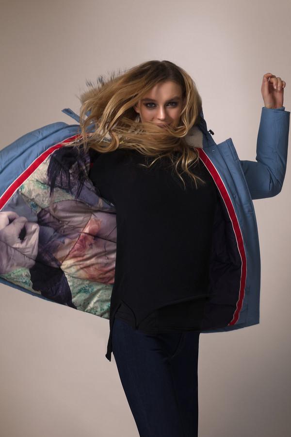 Куртка Just ValeriКуртки<br>Куртка Just Valeri голубая. Отличная модель, которая дополнит любой гардероб. Различные карманы этого изделия способны обеспечить комфорт его обладательницы. Капюшон с мехом енота – это не только тепло, но еще и очень красиво. Состав: хлопок, нейлон, подкладка и наполнитель – полиэстер. Зимнее изделие безупречного фасона.<br><br>Размер RU: 46<br>Пол: Женский<br>Возраст: Взрослый<br>Материал: хлопок 63%, нейлон 37%, Состав_подкладка полиэстер 100%, Состав_наполнитель полиэстер 100%, Состав_подкладка мех енот 100%<br>Цвет: Голубой