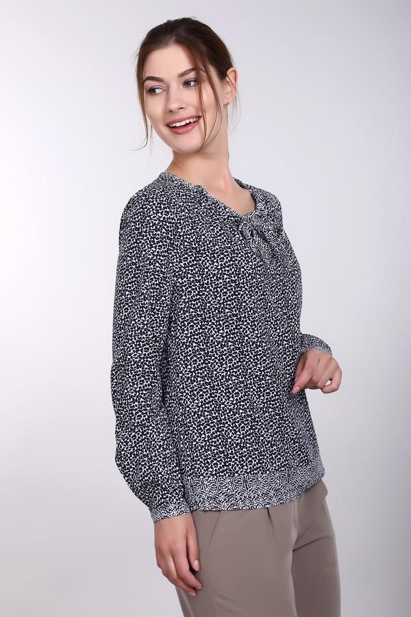 Блузa PezzoБлузы<br>Блузa Pezzo женская белая синяя. Шикарная блуза, которая подойдёт и для работы, и для праздничных вечеринок. Красивый вырез горловины украшен небольшим изящным бантом, а лёгкая струящаяся ткань придаёт модели романтичность и неповторимость. В комплекте с узкой юбкой такая блуза подарит вашему образу стильность и элегантность. Состав: 100% район.<br><br>Размер RU: 52<br>Пол: Женский<br>Возраст: Взрослый<br>Материал: район 100%<br>Цвет: Синий