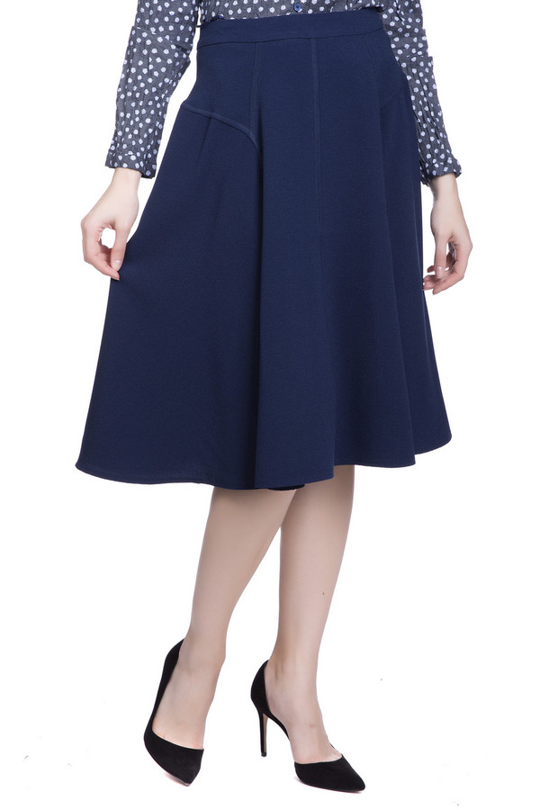 Юбка PezzoЮбки<br>Юбка Pezzo женская темно-синего оттенка. Ничто так не подчёркивает женскую фигуру как красивая юбка. Именно данная модель отвечает этому требованию. Оригинальный крой с боковой кокеткой, плавно переходящей в фалды, делает эту вещь неординарной. Такая юбка прекрасно подходит и для деловой встречи, и для ежедневной носки. Вы всегда будете неотразимы. Состав: полиэстер, спандекс.<br><br>Размер RU: 46<br>Пол: Женский<br>Возраст: Взрослый<br>Материал: полиэстер 92%, спандекс 8%<br>Цвет: Синий