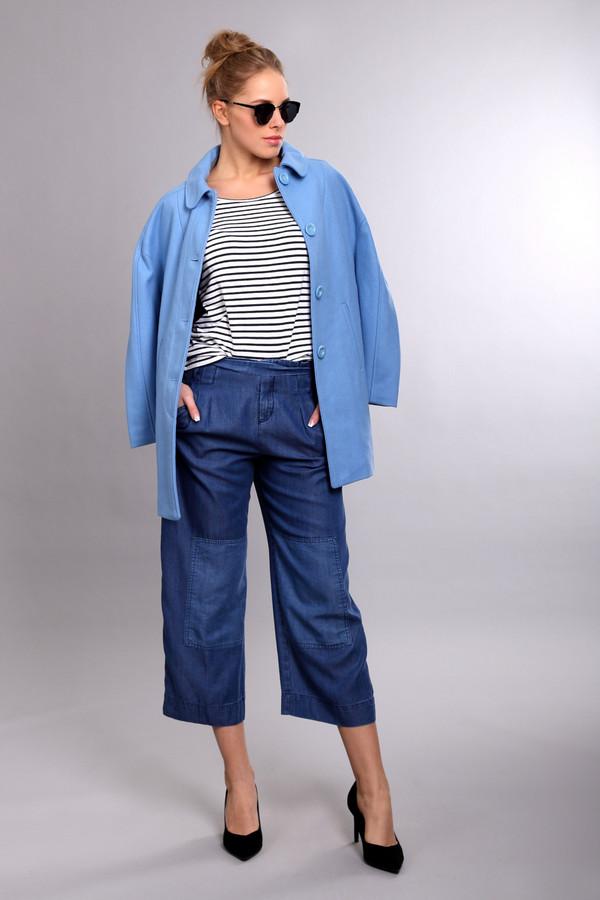 Пальто PezzoПальто<br>Пальто Pezzo женское голубое. Короткое пальто нежного голубого цвета, несомненно, найдёт своих поклонниц. Модель прямого силуэта, с заниженной проймой, элегантным круглым воротничком и боковыми прорезными карманами выглядит очень презентабельно. В таком пальто любая женщина будет ловить на себе восхищённые взгляды не только представителей мужского пола, но и женского. Состав: полиэстер, шерсть, подкладка – 100% полиэстер.<br><br>Размер RU: 52<br>Пол: Женский<br>Возраст: Взрослый<br>Материал: полиэстер 50%, шерсть 50%, Состав_подкладка полиэстер 100%<br>Цвет: Голубой