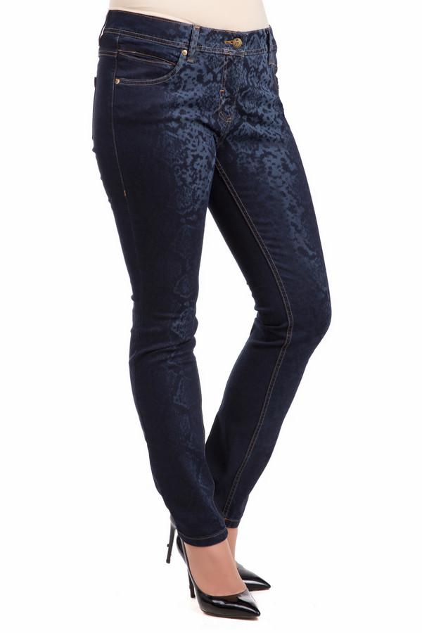 Модные джинсы Just ValeriМодные джинсы<br>Женские джинсы Just Valeri темно-синего цвета с оригинальным принтом. Изделие дополнено: шестью карманами, шлевками для ремня и контрастной отстрочкой. Модель застегивается на молнию и фиксируется на пуговицу.<br><br>Размер RU: 42<br>Пол: Женский<br>Возраст: Взрослый<br>Материал: вискоза 9%, полиэстер 16%, лайкра 1%, хлопок 73%<br>Цвет: Синий