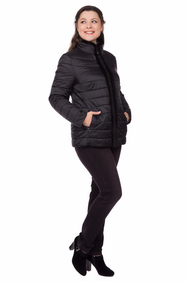 Куртка BaslerКуртки<br>Куртка фирмы Basler утепленная черного цвета. Изделие дополнено воротником - стойка, по бокам сделаны внутренние карманы с застежкой молния. На спине впереди сделаны вытачки, которые проходят по всей длине, придают модели стройность. Воротник и застежка обрамлены искусственным мехом. Застегивается куртка на пуговицы.<br><br>Размер RU: 52<br>Пол: Женский<br>Возраст: Взрослый<br>Материал: полиамид 100%, Состав_подкладка вискоза 100%<br>Цвет: Чёрный