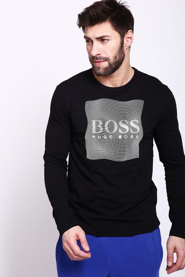 Футболкa Boss GreenФутболки<br>Футболка мужская черного цвета фирмы Boss Green. Модель выполнена прямым фасоном. Изделие дополнено круглым воротом, втачными, длинными рукавами. На передней части футболки расположена сетка белого цвета с названием фирмы. Гармонировать можно с различными, брюками, джинсами.