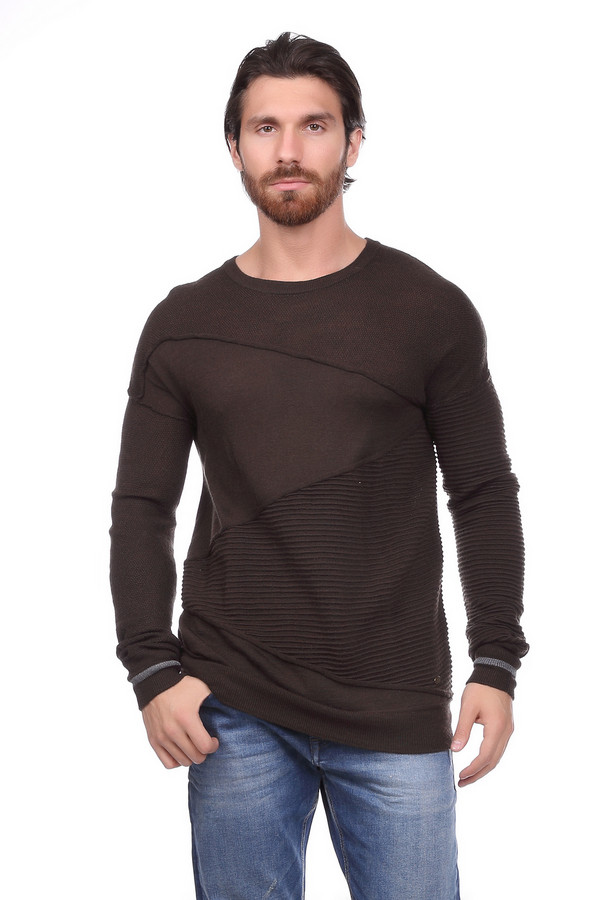 Джемпер Gaudi JeansДжемперы и Пуловеры<br>Джемпер мужской коричневого цвета фирмы Gaudi Jeans. Модель выполнена прямым фасоном. Изделие дополнено округлым воротом, втачными, длинными рукавами. На передней части джемпера расположены застроченные складки. Ткань состоит из 70% полиакрила, 30% шерсти. Сочетать можно с различными брюками.