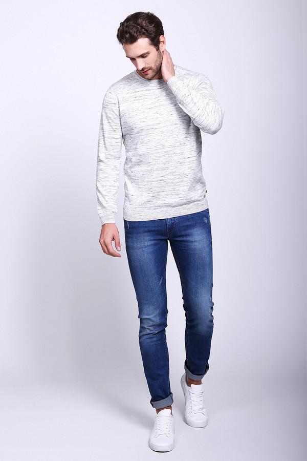 Модные джинсы Gaudi JeansМодные джинсы<br>Модные джинсы голубого цвета фирмы Gaudi Jeans. Модель выполнена прямым фасоном. Изделие дополнено пришивным поясом со шлевками для ремня, застежка молния на пуговицу, боковыми карманами, задними кокетками и накладными карманами. На джинсах имеются светлые потертости. Ткань состоит из 1% эластана, 7% полиэстера, 92% хлопка. Сочетать можно с различными футболками, пуловерами.