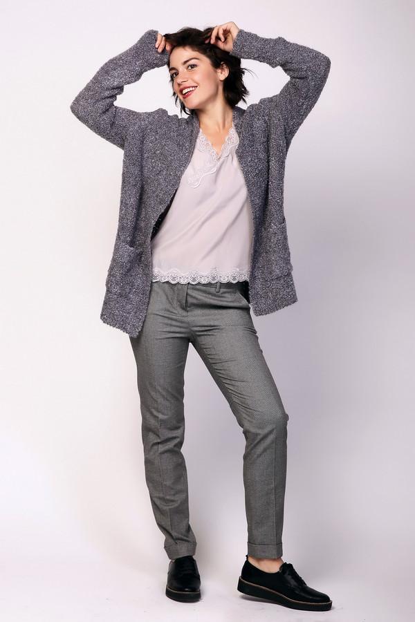 Брюки Luisa CeranoБрюки<br>Брюки женские серого цвета фирмы Luisa Cerano. Модель выполнена прямым фасоном. Изделие дополнено пришивным поясом со шлевками для ремня, застежка молния на пуговицу, внутренними, боковыми карманами, на брючинах сделаны отвороты. Ткань состоит из 2% эластана, 29% вискозы, 69% полиэстера. Гармонировать можно с различными деталями вашего гардероба.