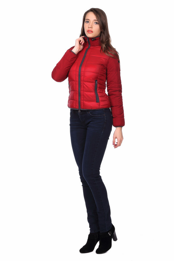 Куртка QSКуртки<br><br><br>Размер RU: 42-44<br>Пол: Женский<br>Возраст: Взрослый<br>Материал: полиамид 100%, Состав_подкладка полиэстер 100%<br>Цвет: Красный