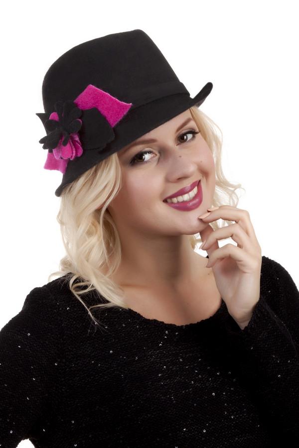 Шляпа WegenerШляпы<br>Элегантная черная шляпа Wegener с полями и формованным верхом выполнена из натуральной шерсти. Изделие дополнено декором в виде черно-розового цветка. Без подкладки.<br><br>Размер RU: один размер<br>Пол: Женский<br>Возраст: Взрослый<br>Материал: шерсть 100%<br>Цвет: Розовый