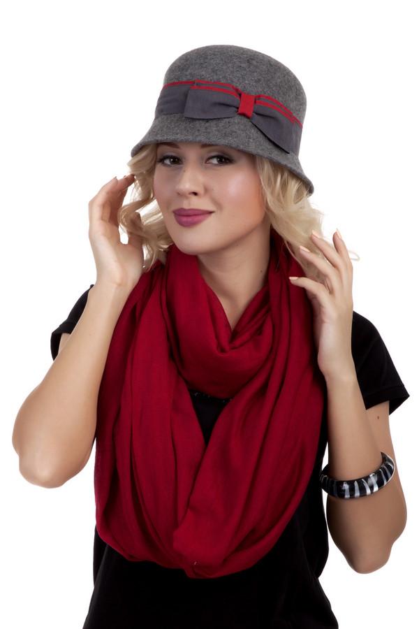 Шляпа WegenerШляпы<br>Потрясающе стильная шляпа Wegener с узкими полями. Головной убор выполнен из натуральной шерсти классического серого цвета. Изделие дополнено серой лентой с красной полоской и декором в виде банта. Без подкладки.<br><br>Размер RU: один размер<br>Пол: Женский<br>Возраст: Взрослый<br>Материал: шерсть 100%<br>Цвет: Серый