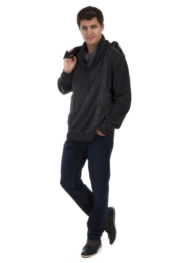 Классические джинсы HattricКлассические джинсы<br>Мужские классические джинсы Hattric. Джинсы простого прямого покроя и бледного темно-синего цвета, со слегка заметными потертостями в верхней части. На задних карманах есть оригинальная, но довольно неброская вышивка темно-синей нитью. Эти джинсы отлично подходят и молодым парням и зрелым мужчинам и даже мужчинам в возрасте. Они отлично подходят не только для комфортного отдыха, но и для работы в офисе, если правильно подобрать верх.<br><br>Размер RU: 48(L34)<br>Пол: Мужской<br>Возраст: Взрослый<br>Материал: хлопок 98%, эластан 2%<br>Цвет: Синий