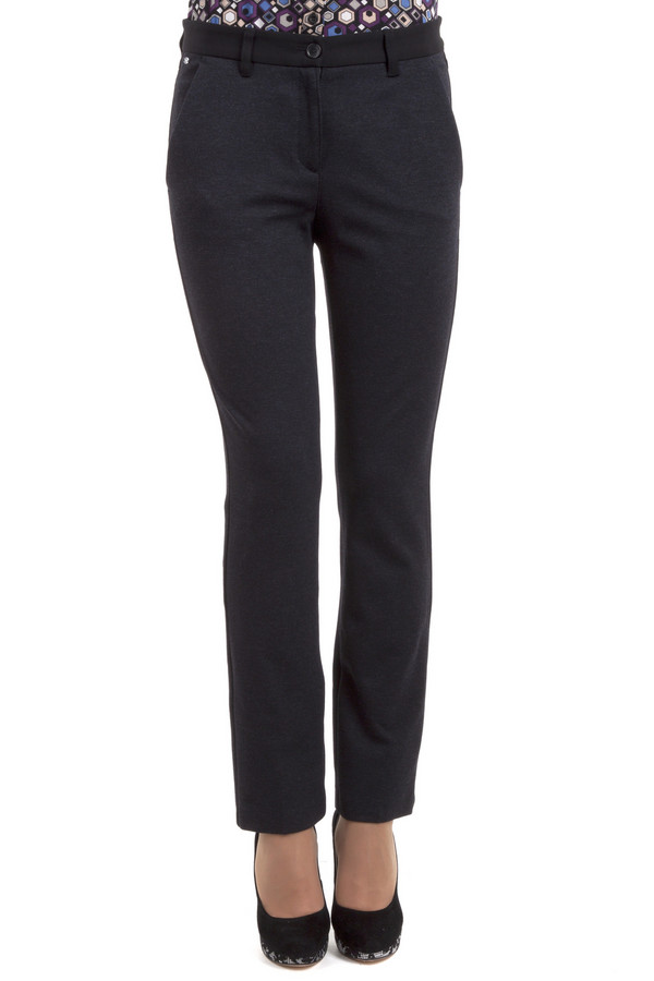 Брюки BraxБрюки<br>Элегантные женские брюки темно-серого цвета от бренда Brax прилегающего кроя. Изделие дополнено: поясом с шлевками для ремня, двумя боковыми карманами и один прорезным карманом на пуговице сзади. Модель застегивается на молнию и фиксируется на пуговицу.<br><br>Размер RU: 44<br>Пол: Женский<br>Возраст: Взрослый<br>Материал: эластан 5%, вискоза 71%, полиамид 24%<br>Цвет: Чёрный