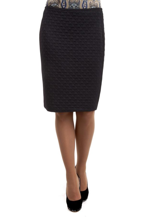 Юбка MicheleЮбки<br>Юбка Michele длиной до колена, черного цвета. Юбка имеет классический покрой и отлично садится по фигуре, благодаря своим стрейчевым свойствам. Юбки такого покроя сейчас очень актуальны, особенно если их комбинировать с классическими белыми или же светло-голубыми  рубашками . Кроме того, данная юбка обладает необычной, оригинальной фактурой, которая сделает ваш офисный лук интересным и выделит вас из толпы<br><br>Размер RU: 44<br>Пол: Женский<br>Возраст: Взрослый<br>Материал: эластан 1%, полиамид 99%<br>Цвет: Чёрный