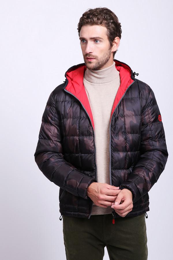 Куртка Gaudi JeansКуртки<br>Куртка мужская коричневого цвета фирмы Gaudi Jeans. Моде6ль выполнена прямым фасоном. Изделие дополнено округлым воротом с капюшоном, застежка молния втачными, длинными рукавами, боковыми, прорезными карманами на молнию. Куртка стеганая. Ткань состоит из 100% полиэстер. Подкладка - 100% полиамид. Сочетать можно с различными брюками. Подходит для сезона Весна - Осень. Такая модель используется с обратной стороны. Куртка красного цвета полностью повторяет фасон предыдущей модели.