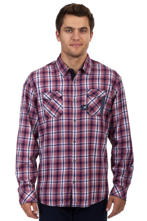 Рубашка с длинным рукавом QSДлинный рукав<br>Клетчатая рубашка с длинным рукавом от бренда QS выполненная в красно-бело-синей гамме. Изделие дополнено: отложным воротником, планкой с пуговицами, двумя нагрудными карманами и длинными рукавами с манжетами на пуговицах. Карманы застегиваются на пуговицы.<br><br>Размер RU: 44-46<br>Пол: Мужской<br>Возраст: Взрослый<br>Материал: хлопок 100%<br>Цвет: Разноцветный
