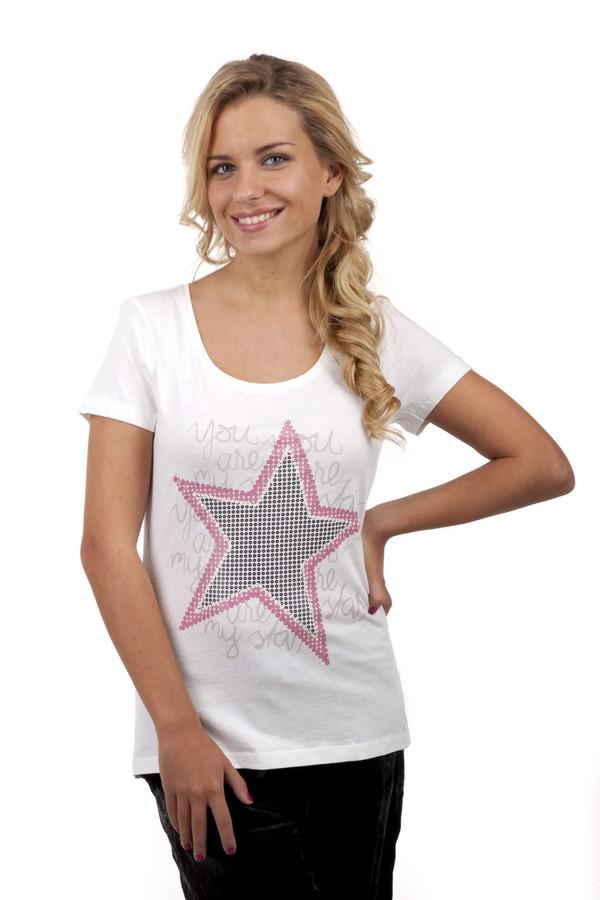 Футболка Tom TailorФутболки<br>Стильная женская футболка от бренда Tom Tailor прилегающего кроя выполнена из хлопкового материала белого цвета. Изделие дополнено: u-образным вырезом и короткими рукавами. Футболка оформлена оригинальным геометрическим принтом с надписями.<br><br>Размер RU: 38-40<br>Пол: Женский<br>Возраст: Взрослый<br>Материал: хлопок 100%<br>Цвет: Белый