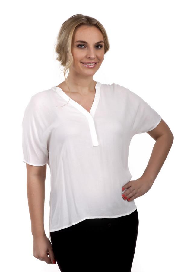 Блузa Tom TailorБлузы<br>Невероятно легкая блуза от бренда Tom Tailor прямого кроя представлена в белом цвете. Изделие дополнено: м-образным вырезом горловины, короткими рукавами и удлинённой спинкой.<br><br>Размер RU: 42<br>Пол: Женский<br>Возраст: Взрослый<br>Материал: эластан 3%, вискоза 97%<br>Цвет: Белый