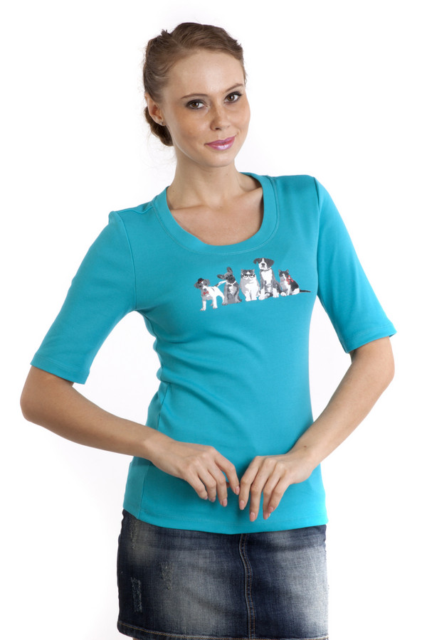 Футболка Just ValeriФутболки<br>Красивая футболка Just Valeri представлена в двух цветах, голубом и красном. Изделие дополнено: круглым вырезом и короткими рукавами. Зона декольте декорирована оригинальным рисунком. Футболка выполнена из натурального хлопкового материала приятного на ощупь.<br><br>Размер RU: 46<br>Пол: Женский<br>Возраст: Взрослый<br>Материал: хлопок 100%<br>Цвет: Голубой