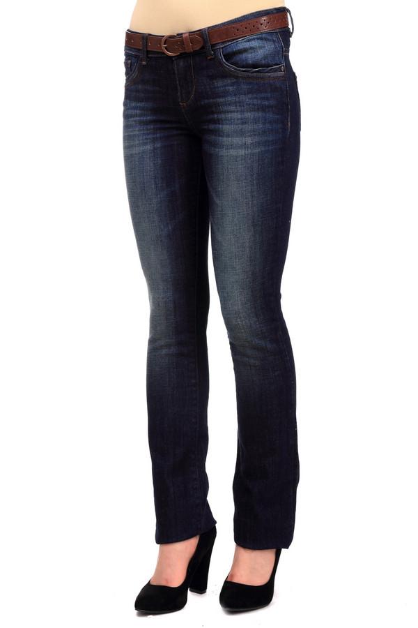 Модные джинсы Tom TailorМодные джинсы<br>Темно-синие джинсы от бренда Tom Tailor выполнены из плотного денима. Изделие дополнено: пятью стандартными карманами, шлевками для ремня и застежкой-молния с пуговицей. Джинсы оформлены декоративными потертостями и складками. Изделие декорировано контрастной отстрочкой.<br><br>Размер RU: 42(L34)<br>Пол: Женский<br>Возраст: Взрослый<br>Материал: хлопок 98%, эластан 2%<br>Цвет: Синий