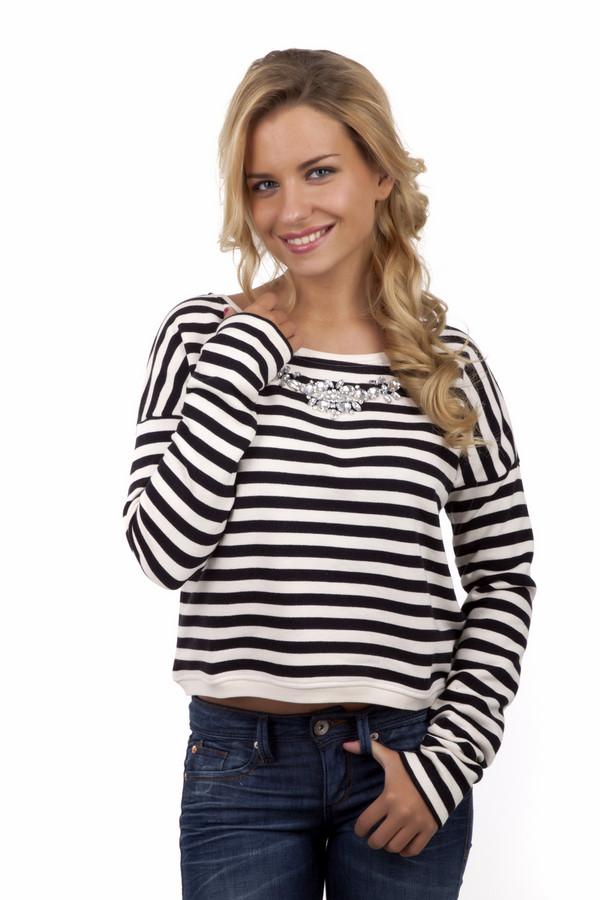 Пуловер Tom TailorПуловеры<br>Модный полосатый свитшот от бренда Tom Tailor выполнен из плотного хлопкового черно-белого материала. Изделие дополнено: вырезом-лодочка и длинными рукавами с заниженной линией плеча. Зона декольте декорирована вышивкой из страз.<br><br>Размер RU: 40-42<br>Пол: Женский<br>Возраст: Взрослый<br>Материал: хлопок 100%<br>Цвет: Разноцветный