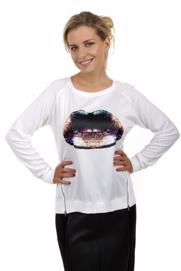 Пуловер Tom TailorПуловеры<br>Белый пуловер от бренда Tom Tailor прямого кроя. Изделие дополнено: круглым вырезом и длинными рукавами-реглан. Пуловер декорирован разноцветным принтом в виде губ и боковыми декоративными молниями. Ворот, манжеты и нижний кант оформлены эластичной резинкой.<br><br>Размер RU: 38-40<br>Пол: Женский<br>Возраст: Взрослый<br>Материал: хлопок 100%<br>Цвет: Белый